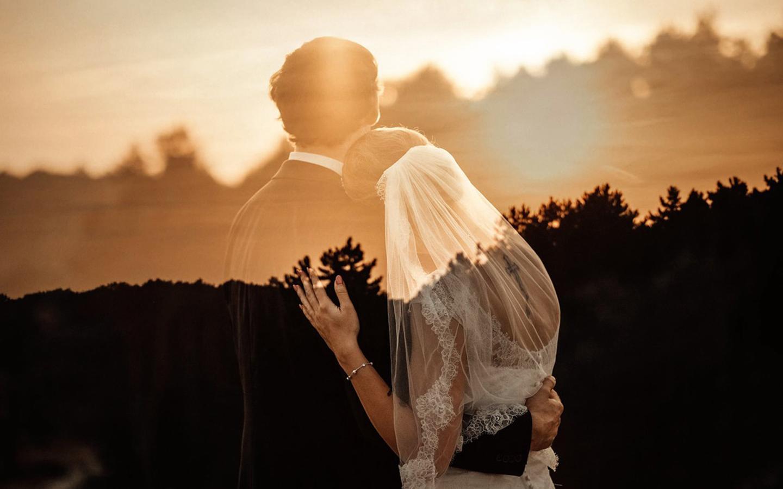 科技赋能婚恋产业生态 玖富万卡携手百合佳缘推出合缘万卡APP